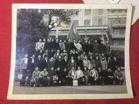 【杭州文革老照片】背景是杭州人民政府门口全体人员留念老照片