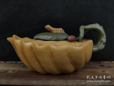 """中国工艺美术大师""""蒋蓉""""款,春蚕紫砂壶丶三色泥料,工精物美丶栩栩如生,为近代经典藏壶!"""