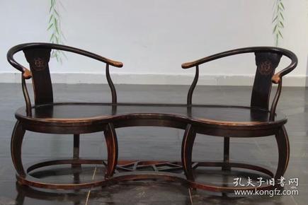 双人椅此椅制式古朴典雅,高贵,做工精致,韵味十足 。木质  榉木。尺寸 长1.8米  宽 70  高 85厘米。可置  高档会馆  茶社 雅室  ……