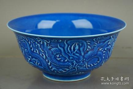 大清乾隆年制兰釉雕刻龙纹碗