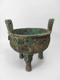 商周青铜三足炉,时代风化特征明显,包浆厚重,红斑绿绣可见,识者珍之,货卖有缘人,重约3斤