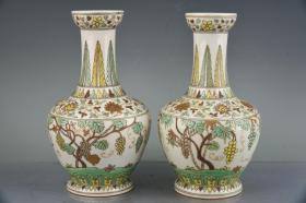 大明成化年制素三彩描金葡萄纹花瓶