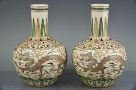 大明成化年制素三彩描金龙纹天球瓶