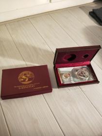 熊猫纪念币。2014年10元、50元共两枚。全新、密封。