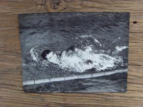 1957年,中日青年游泳对抗赛,日本选手夺得男子400米自由泳冠军