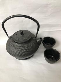 铸铁茶壶加茶杯