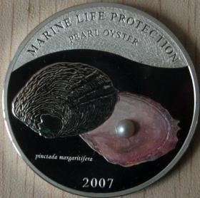 2007年帕劳发行贝壳镶珍珠彩色精制纪念银币
