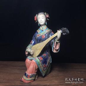 當代瓷雕名家林偉東作品  琵琶少女擺件一個, 高25公分,寬18公分,特價1200包郵·