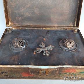 大清乾隆年制款  老式純銅音樂盒一個  長19厘米,寬11厘米,高7.5厘米,重約970克,上完發條可以正常運行,1000包郵`