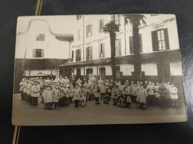 清末中国福建或广东孤儿院学校合照万国邮政联合会明信片一张