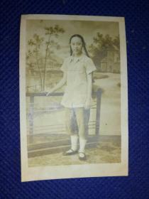 1956年长辫子姑娘照.
