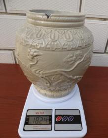 朝鲜早期白釉浮雕云虎纹白瓷罐