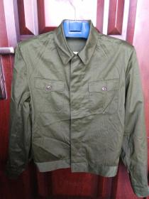 79年生产的部队解放军作训服(夹克)一件,全新未洗过(一米七的身高可穿),仅仅有点折皱痕,包快递。