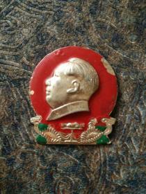毛主席像章,背面衡阳市首届烈军属,文革时期铝合金制。