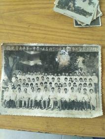 福建省南平第一中学八五届初三五班毕业生合影留念