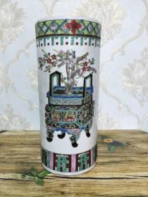 清代粉彩鼎中花帽筒,纯手工彩绘,有一冲线。同治年制。名家作品。详细看图