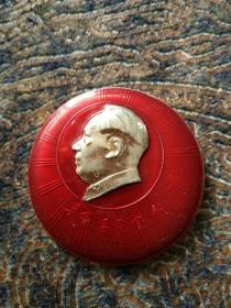 毛主席像章,背面,毛主席万岁,广卅铁路局革命委员会成立纪念,1966年4月22日。