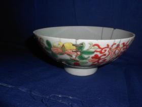 清-红绿彩花卉碗