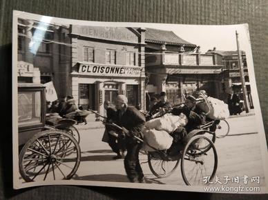 民国北京街头人力车新闻照片一张