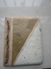 空白册,纯手工制作的空白本,封皮贴有树叶。制作别具匠心,独一无二