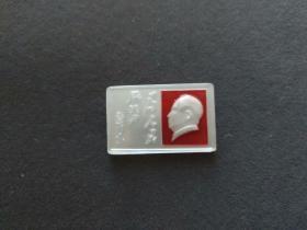 珍贵文革毛主席像章,珍珠光泽像章,珍珠白微雕头像,漂亮少见——5105