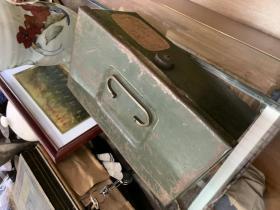 军绿色的铁盒子 manufacturedbywernersmfg.colodi,cauforniachi