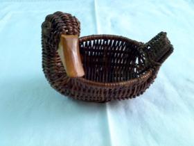 老民俗---藤条编鸭子造型小篮
