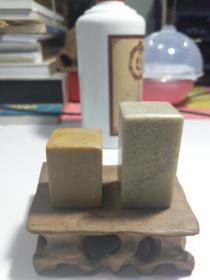 石15 岭南印人何天喜刻章两枚青田石同一上款尺寸4X3X3 ,5,5X3X3。