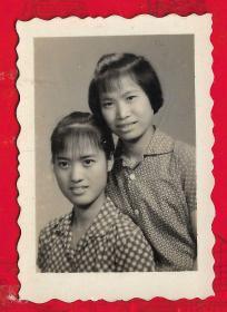 --广州【60年代----清纯美女照片。】三张合拍。品如图。