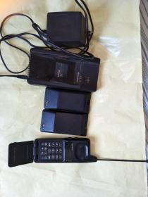 摩托罗拉老手机(二哥大座充两块电池)