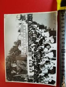1969年,昆明市工农兵学商各界革命群众举行大型游行聚会,庆祝党的