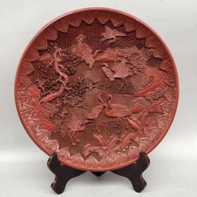 大清乾隆年制底款 剔紅漆器松鶴延年賞盤一個  直徑約35厘米。