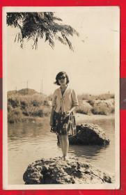 -1965年----「美女照片」。一张。品如图。AA