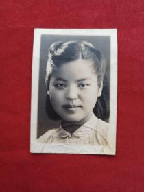 女单身照片第60--中国生物化学家,中国科学院院士、学部委员、中科院微生物所研究员张树政院士生前旧藏《标准黑白2寸证件照、背有签字及印章、约30年代左右中学时期照片》老照片、老相片、老像片
