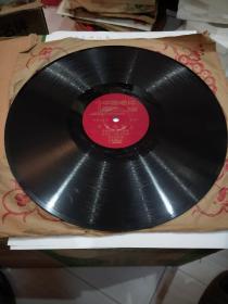 老唱片。女声二重唱。《在毕业晚会上》《节日的晚上》。有歌单。