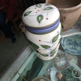 瓷壶,形状和设计特别,葡萄纹