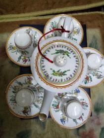《五世其昌.年年有余》六,七十年代纯手绘描金老广彩茶具一套。瓷质洁白,通透明亮,画工精致。华丽高贵。使用,收藏两相宜。
