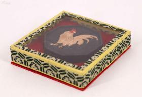 原盒《老胡开文墨厂制生肖鸡年老墨块》,未使用品 尺寸:6.1X6.1X1.3CM 全重达53g