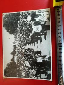 1969年,昆明市工农兵学商各界革命群众,举行大型集会,庆祝l党的