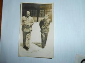 老照片【毛主席和林彪】背面写有1968年3月9日于北京,并盖有沈阳市东陵区浑河站朝鲜族乡选举委员会