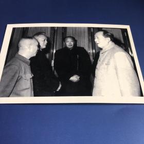【老照片】毛泽东与李先念等交谈(卖家不懂照片,买家自鉴,售出不退)