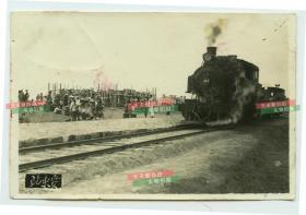 民国辽宁丹东的安东火车站站内内景和火车老照片,11.1X7.3厘米,泛银