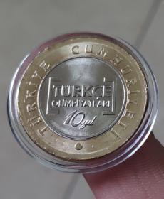 土耳其1里拉第10届语言奥林匹克双色纪念币硬币直径约26mm钱币