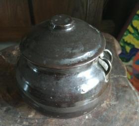 民国时期的老旧陶瓷盖罐