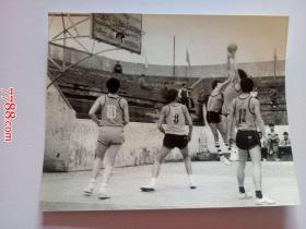 老照片:五一滁(滁县)城职工篮球联赛正在紧张进行