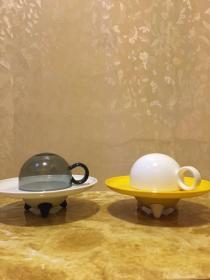 飞碟咖啡杯一套(陶瓷,其中透明的杯子是玻璃的)