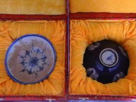 青花碗一对,釉色:霁蓝釉