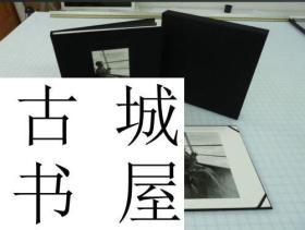 限量签名版《 艺术家布鲁斯·戴维森摄影作品1961--1965年》140幅摄影图录,2002年出版,精装12x 11.5cm