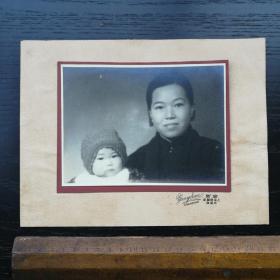 民国 照片 带底板 衬板 粘板 容新 上海 棋盘街交通路 母女 22x17 14x10cm