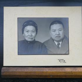 民国 照片 带底板 衬板 粘板 新大陆 上海 老夫妻 30x22 19x14cm